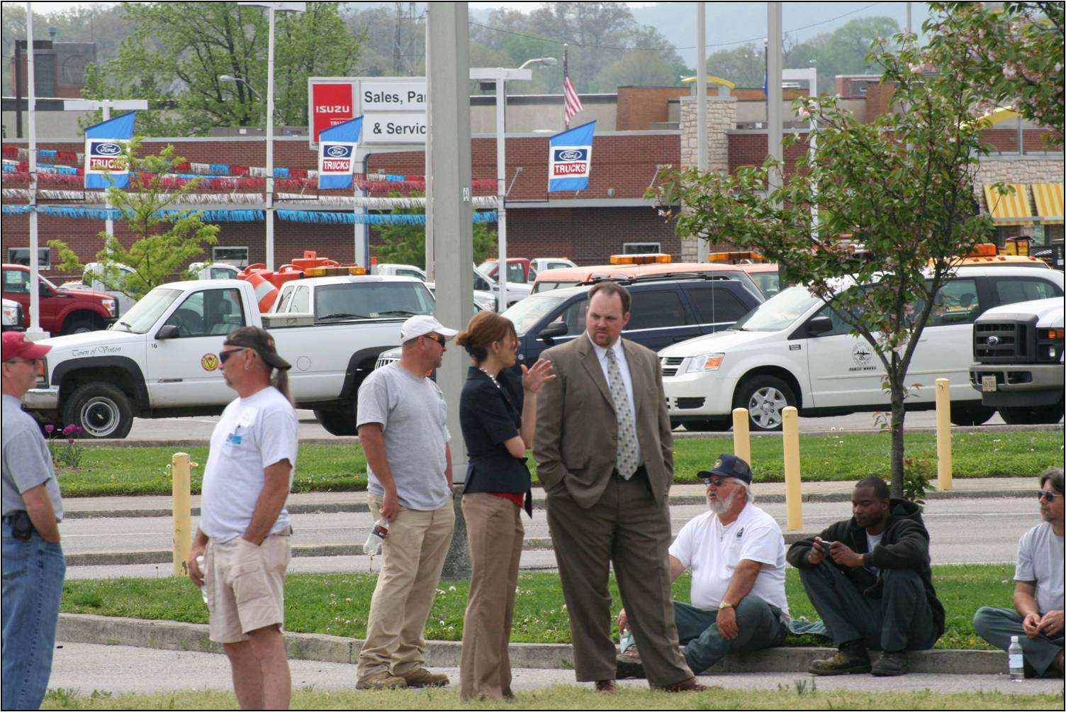 Town of Vinton Tow Manager - Chris Lawrence observing the events.